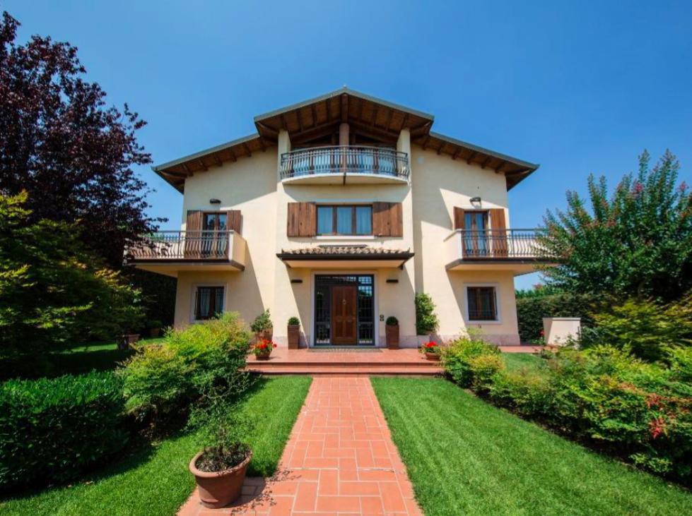 Cool villa con giardino e piscina in vendita a verona contrada gabbia with giardini con piscine - Progetto villa con piscina ...